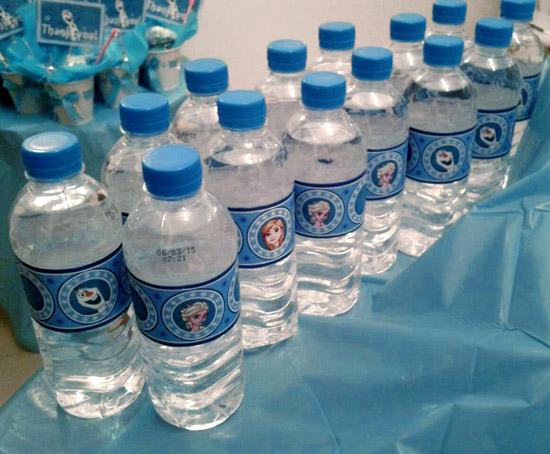 FREE Printable Frozen Water Bottle Labels at party